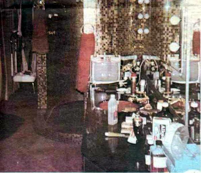 . Upstairs at Graceland pictures  Elvis  bedroom  Elvis  bathroom